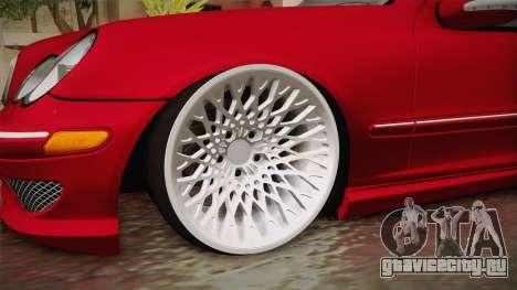 Mercedes-Benz C32 AMG Stanced для GTA San Andreas вид сзади