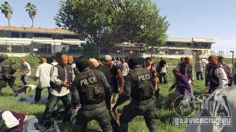30 SWAT VS 60 Gangsters 1.0 для GTA 5 четвертый скриншот